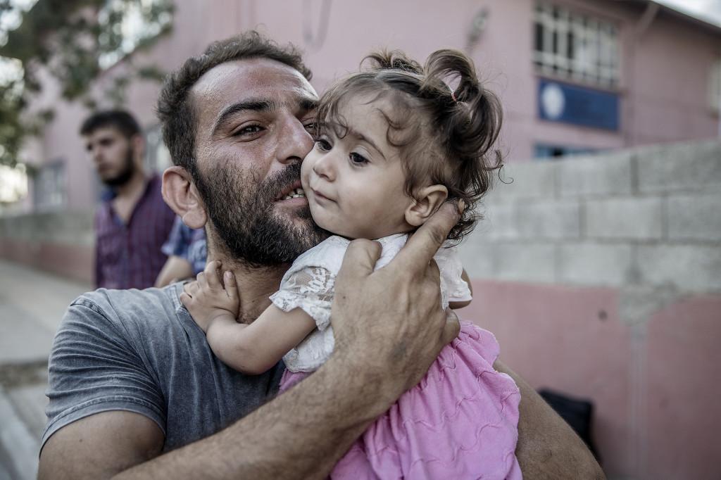 Karkamis, turkiska/syriska gränsen. Folk återvänder till syriska staden Jarbalus efter att den turkiska armen och FSA tagit tillbaka staden från Isis