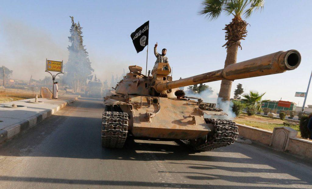 Terroristerna kom över tunga vapen när armén flydde hals över huvud. Foto: AP