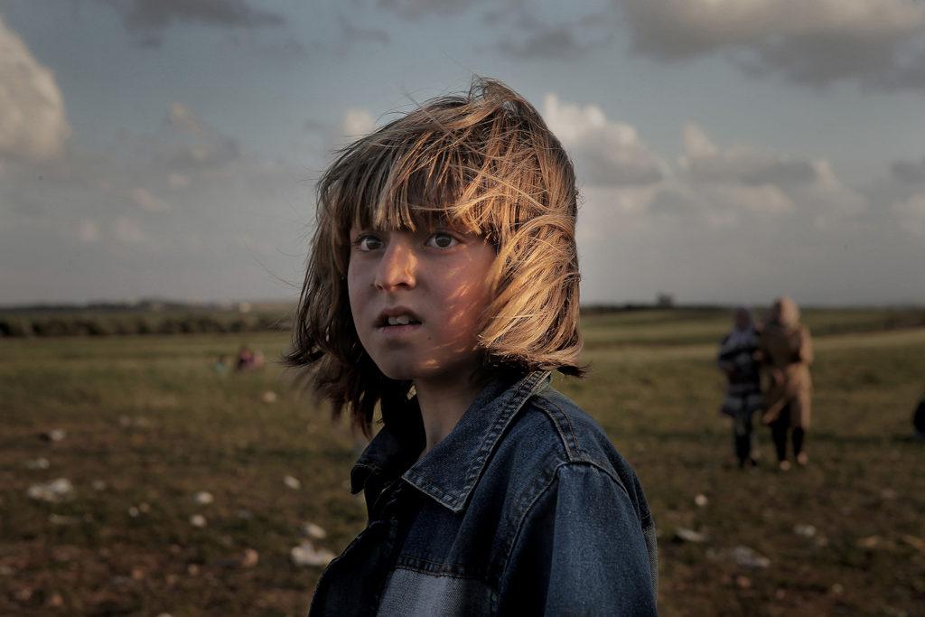 inbördeskriget i syrien. varje dag flyr tusentals människor kriget i syrien och tar sig över gränsen till jordanien.