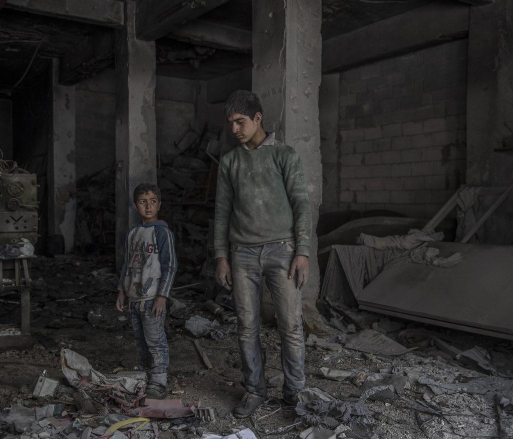 foto : magnus wennman : aftonbladet i syrien.  vardagsliv i al-shaar i šstra aleppo ali mohammad nazir, mohammed nour ghanim, 17.