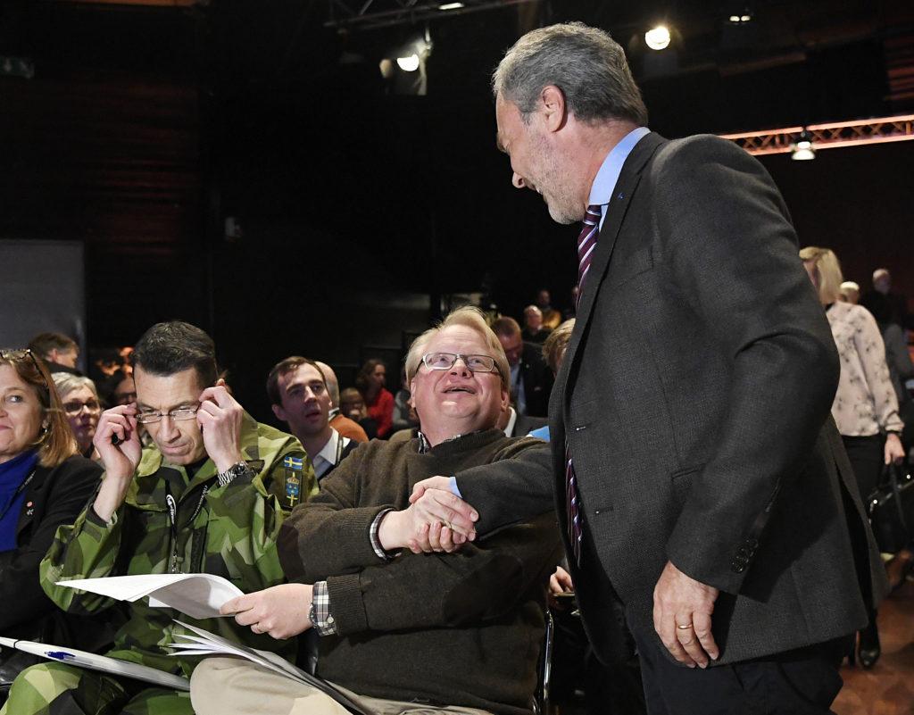 folk och fšrsvar - rikskonferensen 2017.  peter hultqvist, politiker (s) sverige fšrsvarsminister, och jan bjšrklund (l)