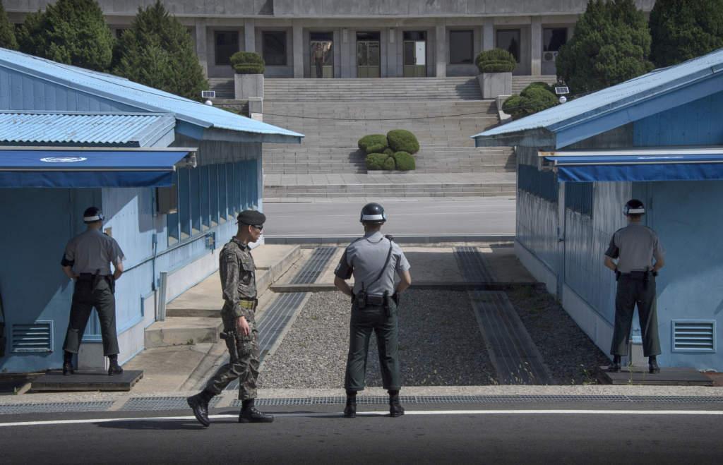 foto : jeriva : sydkorea. seoul. dmz. grŠnsen mellan nord och sydkorea. soldater  frŒn bŒda lŠnder vaktar grŠnsomrŒdet. obs! vissa av bilderna Šr avsedda fšr ett plusknŠck och fŒr ej publiceras.