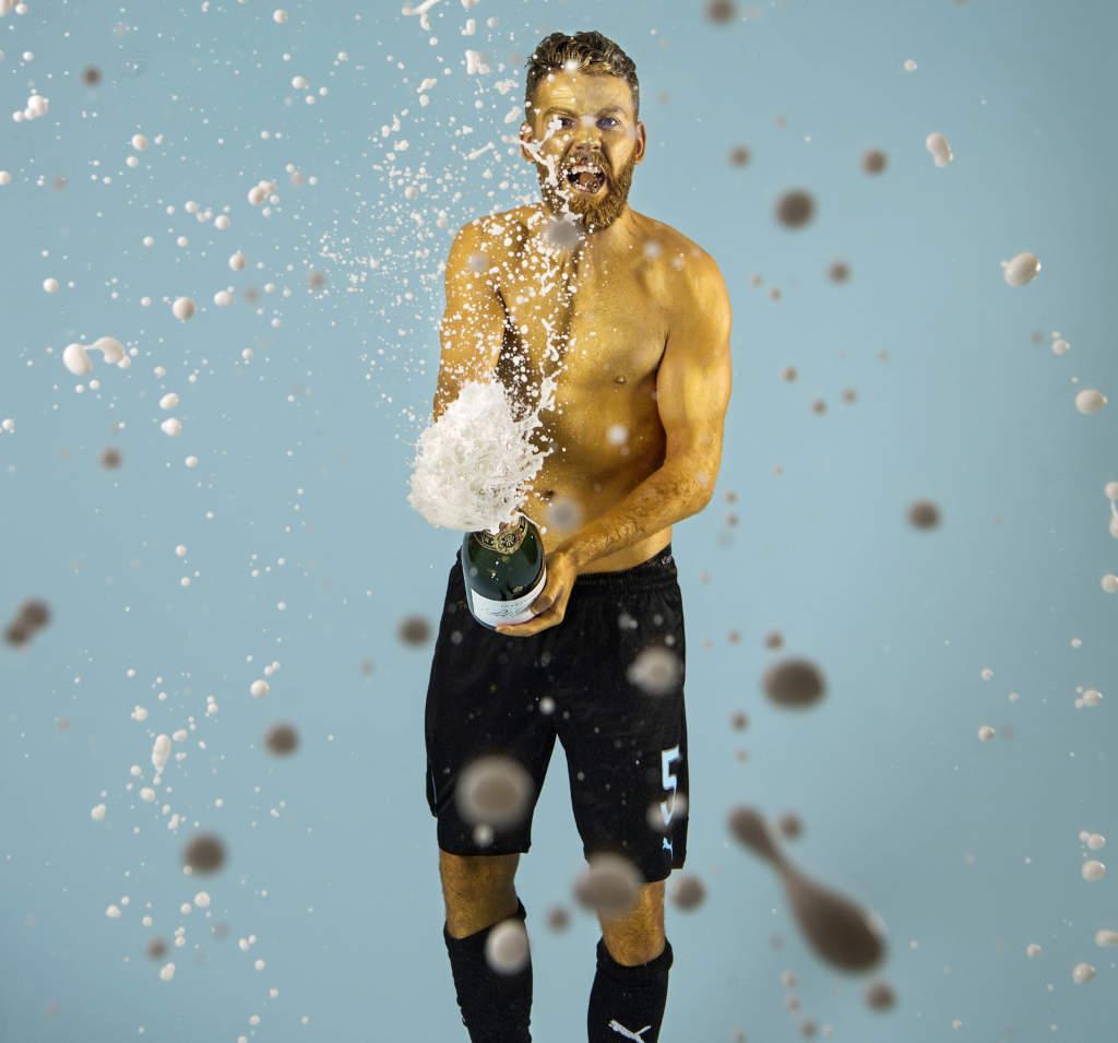 allsvenskan, ifk norrköping - malmö ff, 1 - 3, erdal rakip, fotbollsspelare sverige, firar sm-guldet. guldmålad glad jublar champagne cigarr