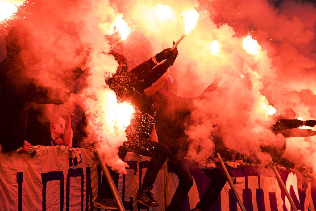allsvenskan, djurgŒrdens if - hammarby if, 1 - 1, match action tifo bengalisk eld begaler publik fans supporters