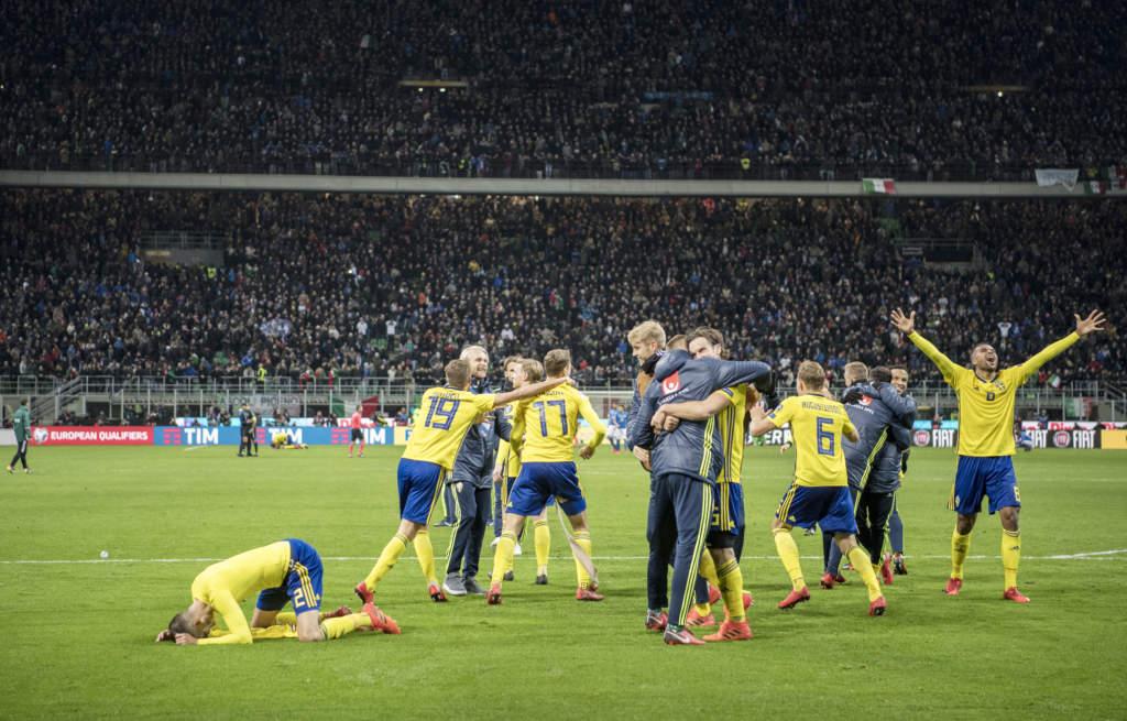 vm-kval playoff, match 2. italien - sverige, 0 - 0, match action landslaget glad jublar
