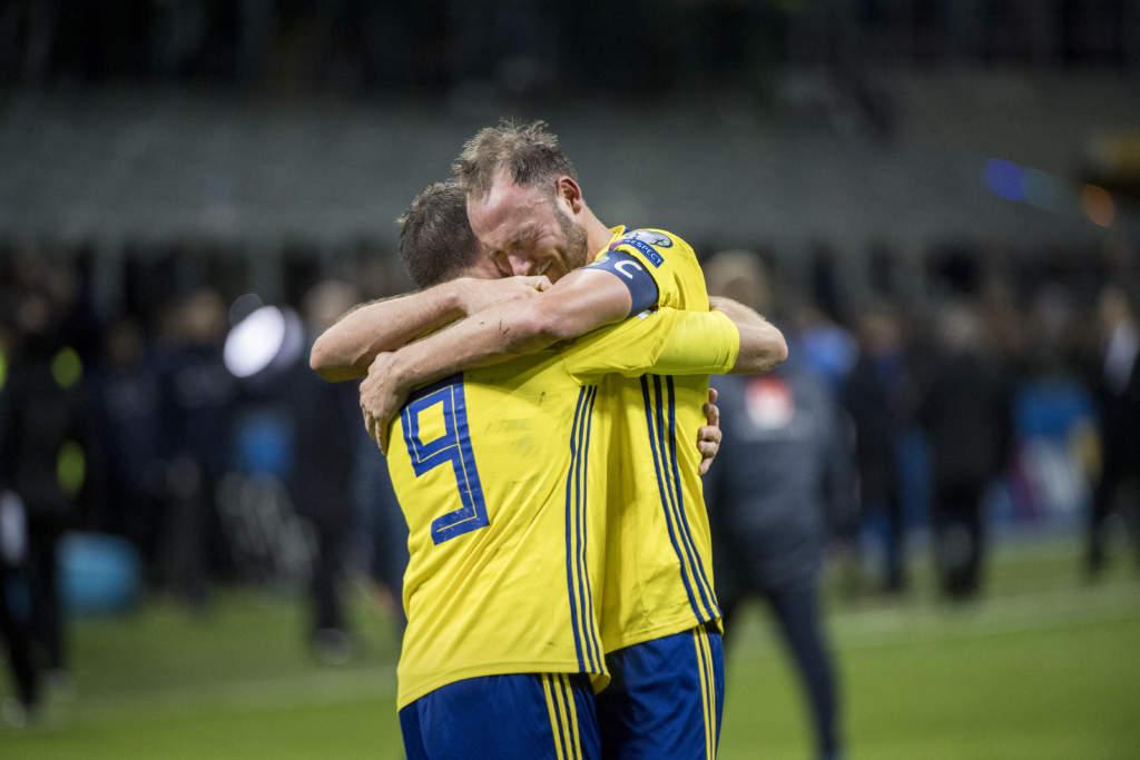 vm-kval playoff, match 2. italien - sverige, 0 - 0, marcus berg och andreas granqvist, fotbollsspelare sverige, match action landslaget glad