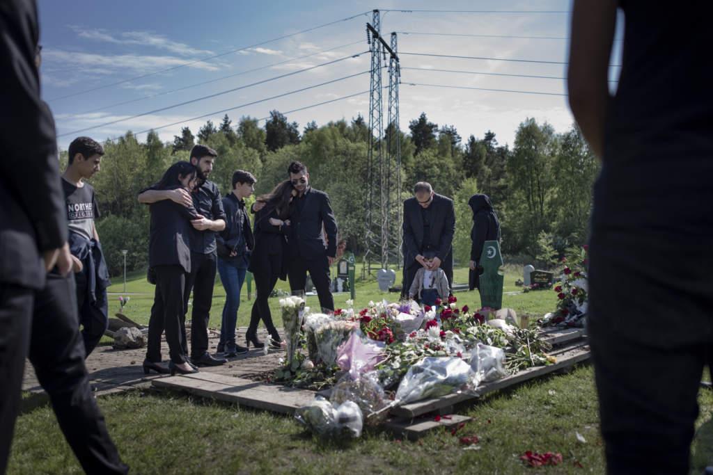 27-Œrige alan amin skšts till dšds i en bil utanfšr lšvgŠrdesskolan vid vaniljgatan i lšvgŠrdet, gšteborg den 11 maj 2017. begravningen pŒ fridhems kyrkogŒrd