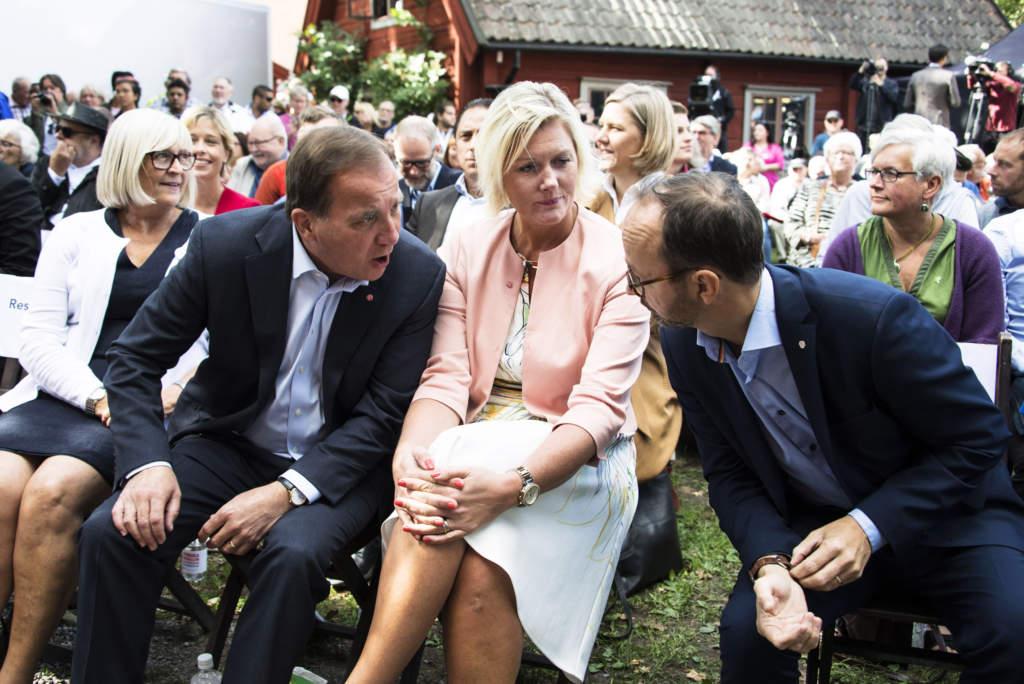 stefan löfven, politiker (s) sverige statsminister, sommartalar i eskilstuna. med maka ulla och lena rådström baastad, partisekreterare, och tomas eneroth, infrastrukturminister,