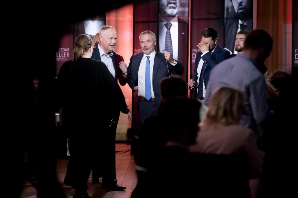 partiledardueller. jonas sjšstedt (v) och jan bjšrklund, politiker (l) sverige partiledare,