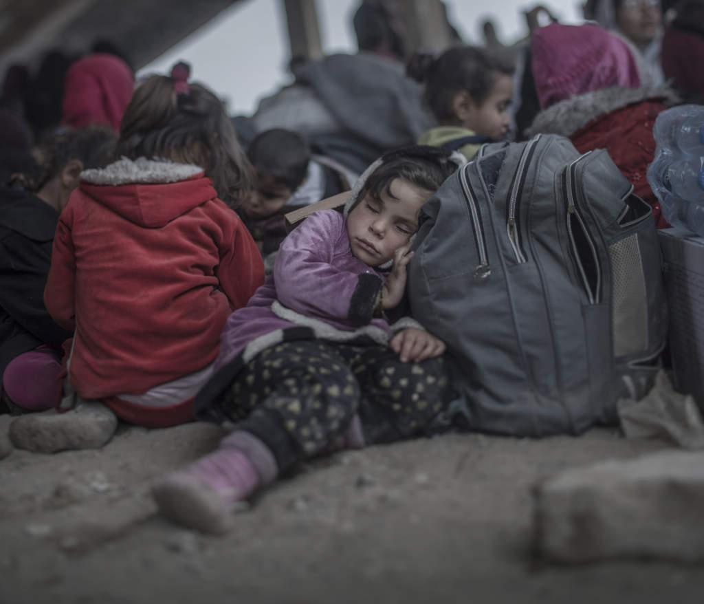 inbšrdeskriget i irak. irakiska och kurdiska trupper, persmerga, har inlett operationen att Œterta iraks nŠst stšrsta stad mosul frŒn is. flyktinglŠgret hammam al-alil sšder om mosul. 3, 5-Œriga layla