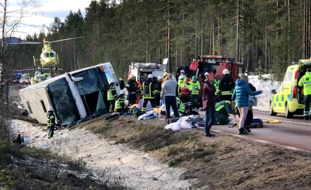 bussolyckan i sveg. tre elever från ängskolan i skene omkom och 23 skadades under en skidresa till klövsjö. bussen de färdades i välte på e45 utanför sveg den 2 april 2017. olycksplatsen