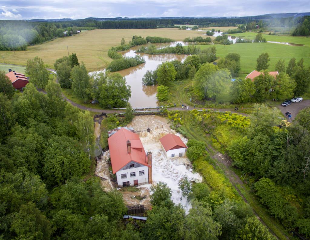 šversvŠmningar efter skyfall i vŠrmland. dammen vid vattenkraftverket i lonnhyttan utanfšr karlskoga var nŠra och brista efter de stora regnmŠngderna.