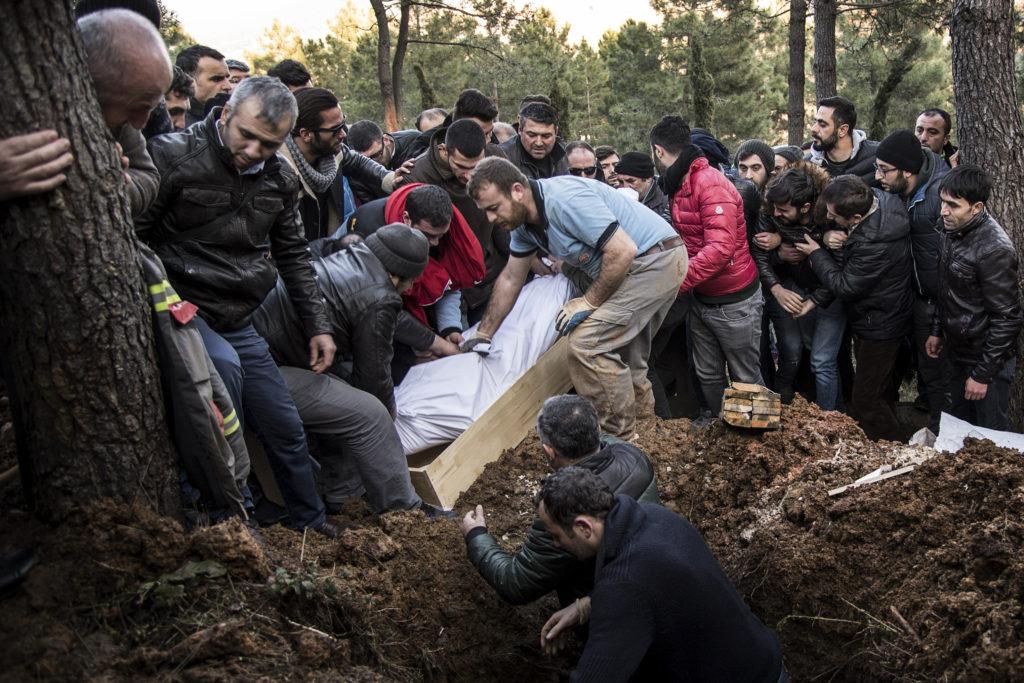 foto : ponorr : istanbul 2017-01-02 yunus gšrmek, 23 var ett av den 39 offren i terrorattacken mot nattklubben reina. idag begravdes han i istanbul.  fotograf pontus orre / ponorr /85527 +46 (0)730 72 93 91 info@pontusorre.se www.pontusorre.se