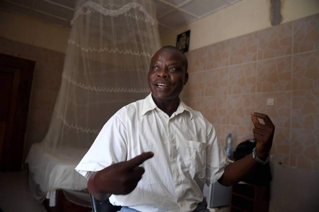 """Artur Padinganyi, Association congolaise des droits de l'homme: """"Problemet är att vi har en regim som saknar allt stöd hos befolkningen. Milisen har vuxit fram ur en frustration. Regeringen har velat skapa kaos. Även om regeringen inte ligger bakom morden är de ändå indirekt ansvariga."""" foto: Urban Andersson"""